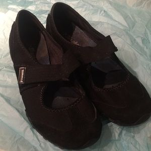 SKECHERS  black Mary Jane shoes with Velcro Sz 8